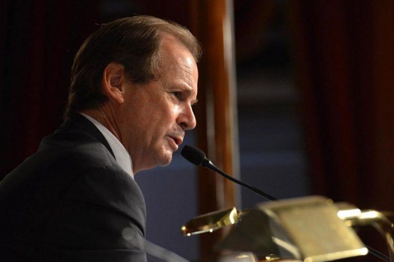 Bordet recortó el salario de funcionarios políticos