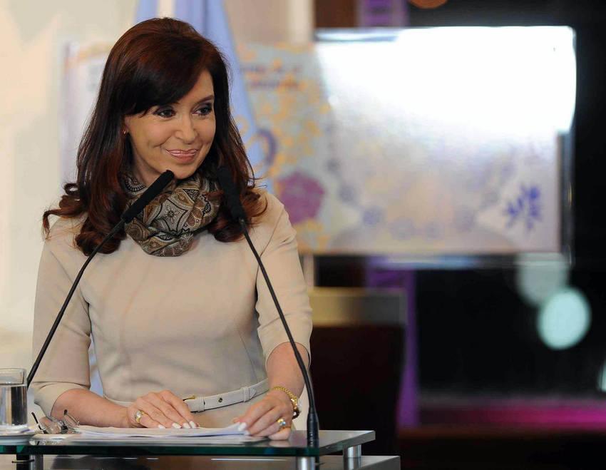 Cristina-Kirchner-Casa-Gobierno-Telam_CLAIMA20140604_0310_28