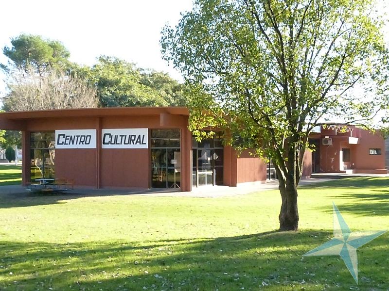 centro cultural y biblioteca de cerrito