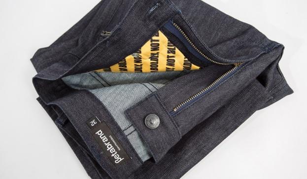 Jeans que protegen tus tarjetas de crédito para que nadie tome los datos