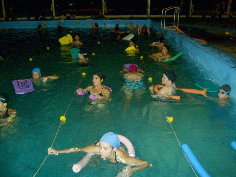 Arrancan las clases de natación para adultos