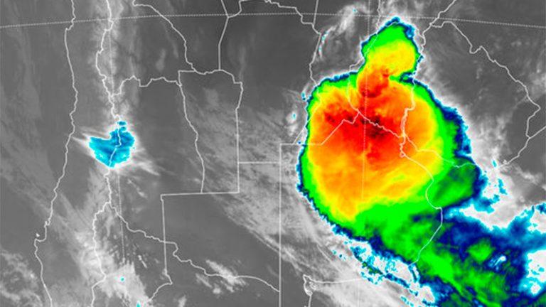 El temporal avanza y rigen alertas por granizo