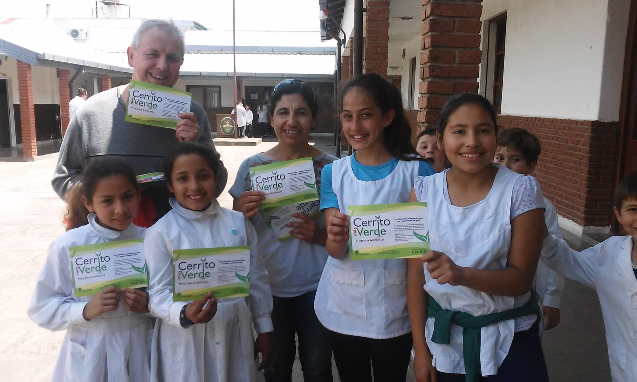 Alumnos colaboran en el programa Cerrito más verde