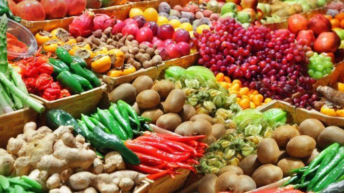 Frutazo en Plaza de Mayo: entrerrianos regalan 10 mil kilos de cítricos