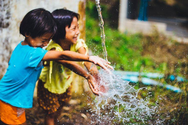 Niños: Para crecer sanos, menos tiempo sentados y más jugando