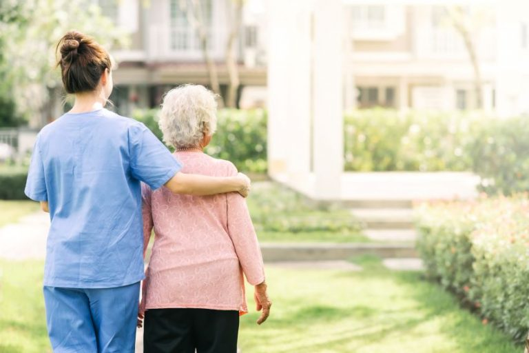 Carrera universitaria para cuidadores