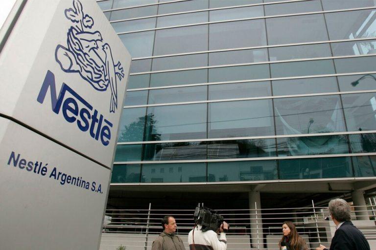 Nestlé reconoce que más del 60% de sus productos no son saludables