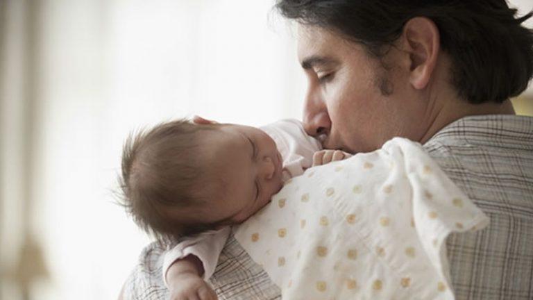 La UIA rechaza proyecto oficial para ampliar la licencia por paternidad