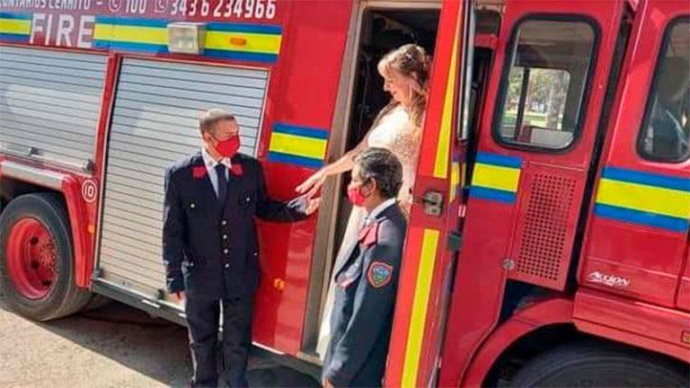 Se casó y llegó en autobomba a la Iglesia